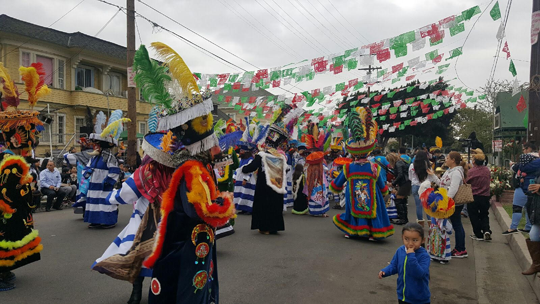 ""\""""Chinelos"""" dancers at the 2017 Cristo de Arbol Festival on 22nd Street""540|304|?|en|2|7e5edcfd299487e7900953f92f3743c4|False|UNLIKELY|0.31336018443107605