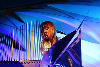 Lenka Morávková with The Bohemian Cristal Instrument (après Cristal Baschet)