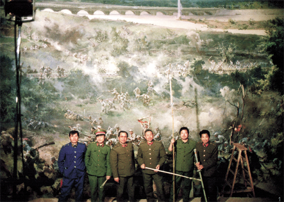Mao Wenbiao and artists in front of The Luguoqiao Incident